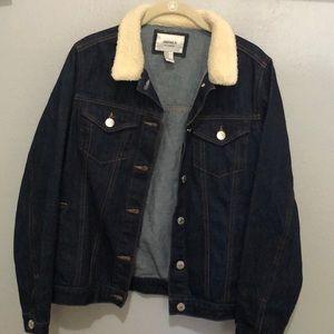 Denim jacket with wool collar